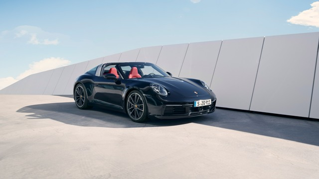 This image has an empty alt attribute; its file name is porshe-b-P20_0186_a3_rgb.jpg