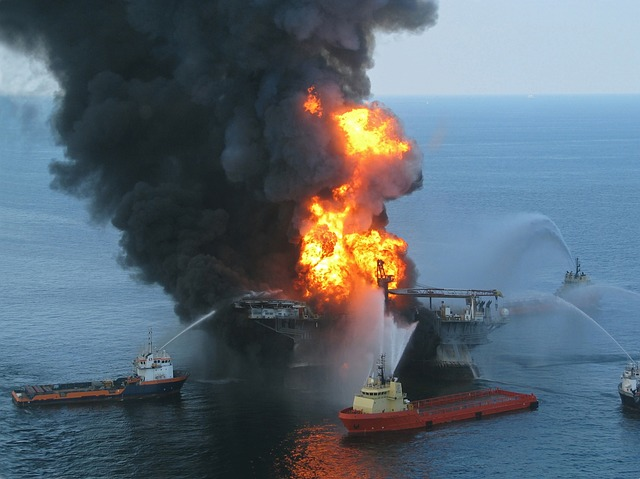 This image has an empty alt attribute; its file name is oil-rig-explosion-fire.jpg