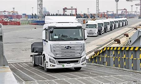 This image has an empty alt attribute; its file name is Hyundai-truck.jpg