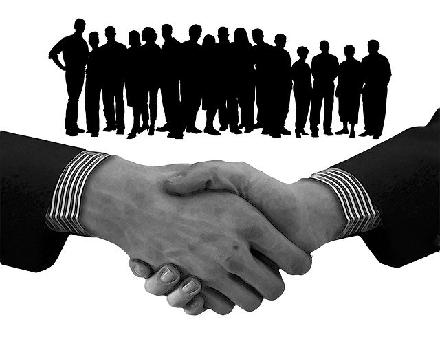 This image has an empty alt attribute; its file name is Handshake-corporatestaff-2473870_640.jpg